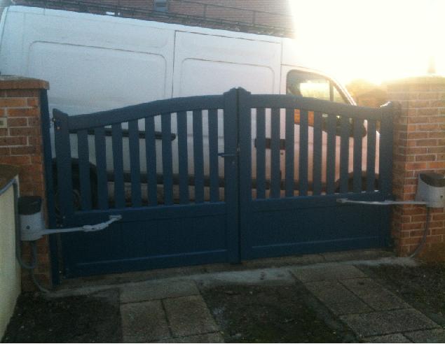Portail aluminium normandie motorise ecoincon reduit for Portail garage motorise