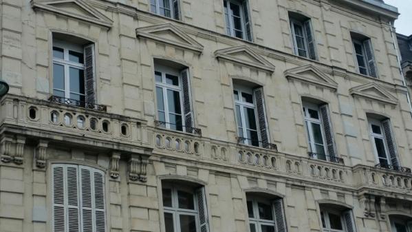 Fenetre bois sur facade haussmannienne