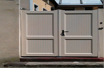 portail-pvc-cadre-integre-2-vantaux-sable-1.png