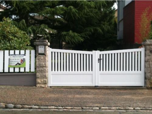 portail-rouen-pvc-blanc-biais.png