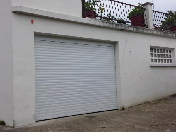 Porte de garage a enroulement sur mesure rouen