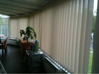 stores-bandes-verticales-veranda.png